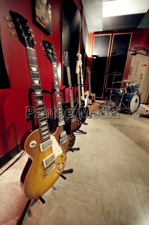 guitarras no estudio de musica